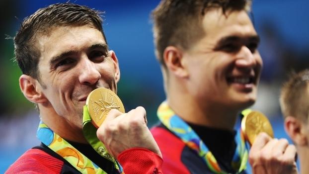 EUA levam ouro no 4x100m e Phelps amplia recorde de medalhas
