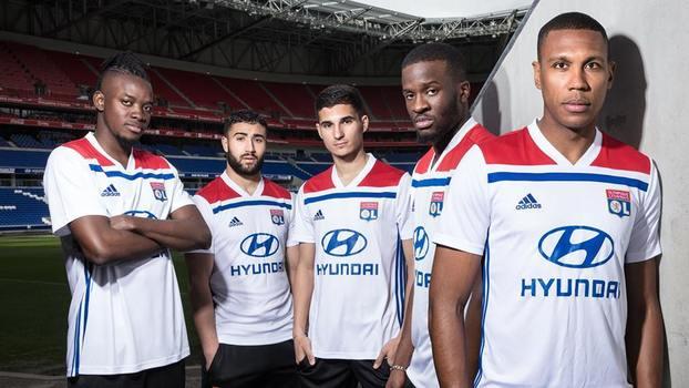 Lyon apresenta de uma vez novas camisas 1 e 2 para a próxima temporada  63d507a1ac9c1