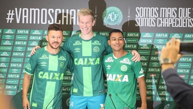 Rossi, Douglas Grolli e Nadson foram apresentados na Chapecoense