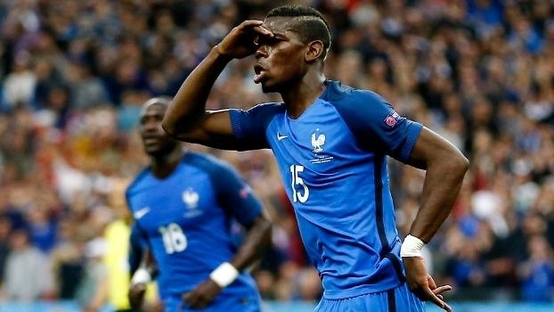 Pogba sumiu no alto e fez, de cabeça, o segundo gol francês contra a Islândia
