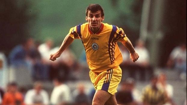 Daniel Prodan, em 1997, em ação pela seleção romena