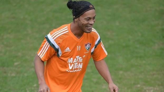 8a93f1d891 Ronaldinho deve ser titular e atuar meio tempo neste sábado  Fred ...