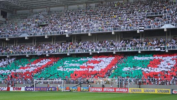 Torcida do Atlético-MG fez mosaico no Independência contra suposto favorecimento ao Fluminense