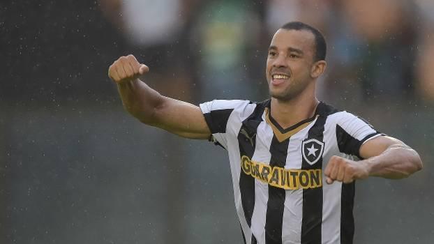Roger Carvalho vai reforçar o Palmeiras em 2016