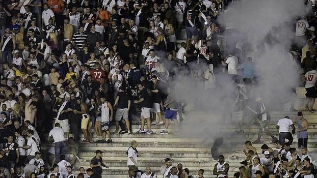 Violência nas arquibancadas marcou Vasco x Flamengo em São Januário