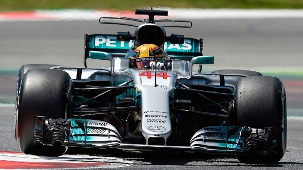 GP de Espanha: Hamilton ganha pole a Vettel por 51 milésimos