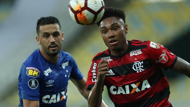 Azul x rubro-negro não pode  Conmebol veta Flamengo com uniforme principal  contra o Cruzeiro 13d23661bc4b6