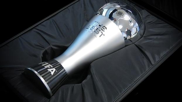 O troféu que será entregue ao melhor jogador do mundo de 2016
