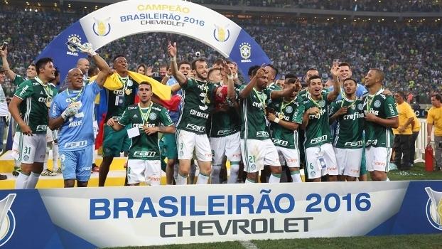 Jogadores do Palmeiras comemoram a conquista do Brasileirão de 2016