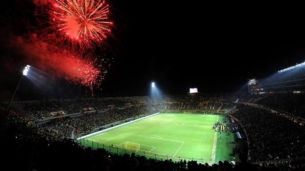 Com festa, Peñarol inaugurou o Campeón del Siglo
