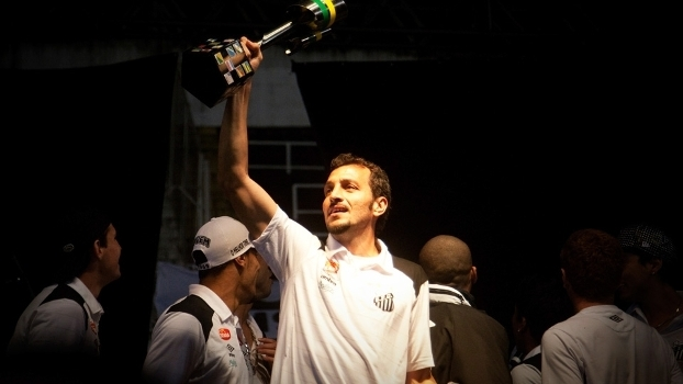 Edu Dracena Comemora Trofeu Copa do Brasil Santos 05/08/2010