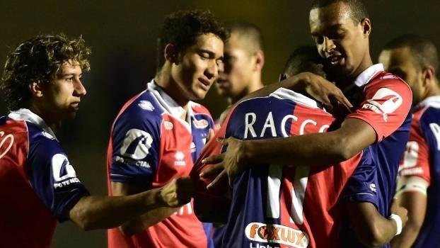 Jogadores do Paraná comemoram