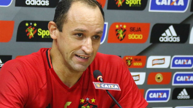 Sport renova contrato com Luxemburgo até fim de 2018