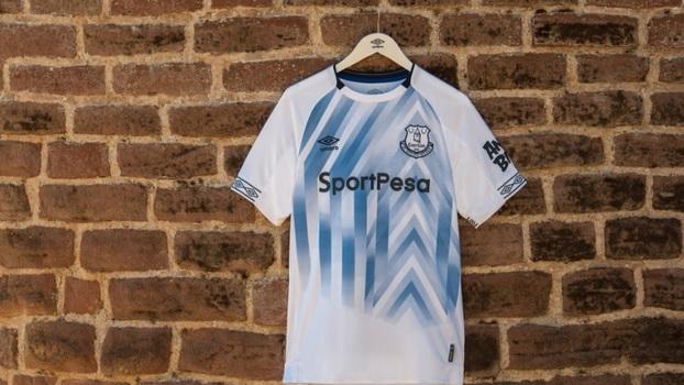 a4ecda09e2 Everton apresenta nova camisa 3 com Richarlison como modelo