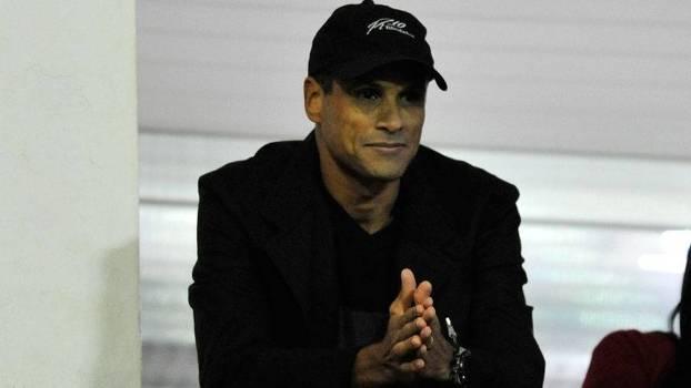 Rivaldo comprou uma briga com a torcida, que sofre as consequências na bilheteria