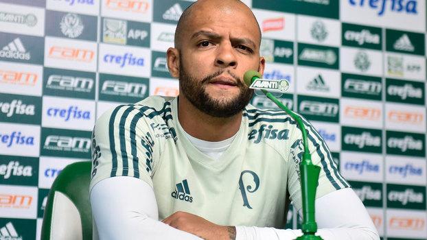 Palmeiras reintegra o volante Felipe Melo ao elenco
