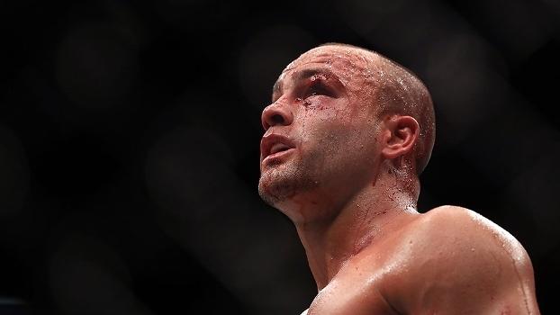 Eddie Alvarez se complicou no UFC 211