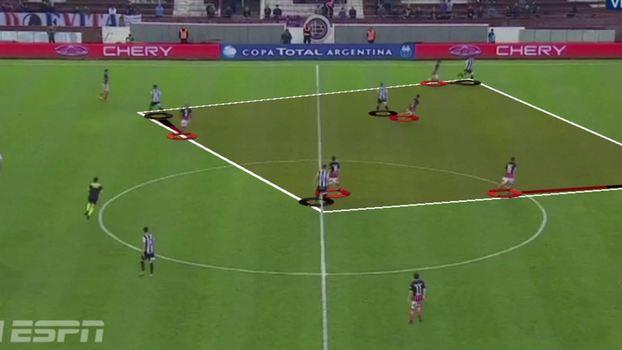 a96c1e2c52 San Lorenzo faz pressão na bola