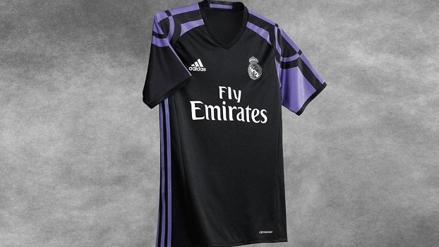 Real Madrid revela terceira camisa preta com detalhes em roxo  veja ... bc89ed85165