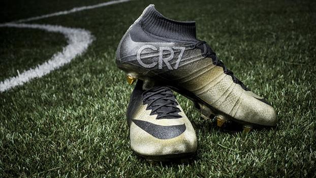 bda459c903 Nike homenageia Cristiano Ronaldo pela conquista da Bola de Ouro com uma  chuteira