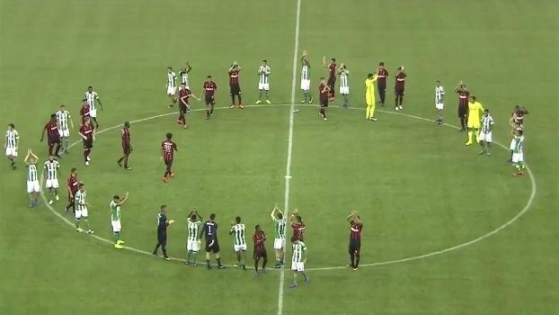 Jogadores de Atlético e Coritiba se reuniram no centro do campo para aplaudir torcedores