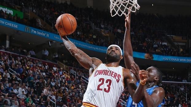 LeBron James igualou Oscar Robertson no Top 25 tanto em pontos quanto assistências