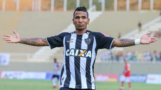 O meia Otero pode trocar o Atlético-MG pelo Corinthians em 2018