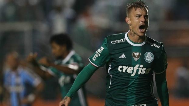 Roger Guedes em ação pelo Palmeiras no Campeonato Brasileiro  proposta ... e9949073fa925
