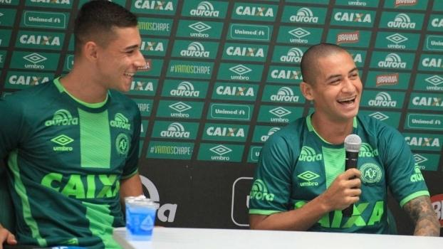Wellington Paulista e João Pedro foram apresentados na Chapecoense