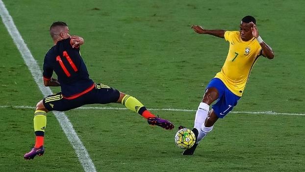 Robinho em ação pela seleção brasileira contra a Colômbia