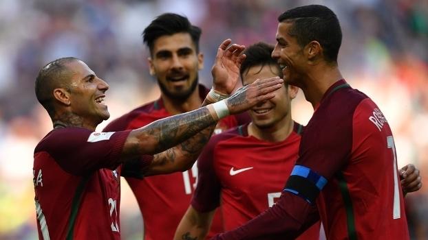 Quaresma comemora com Cristiano Ronaldo após ter aberto o placar