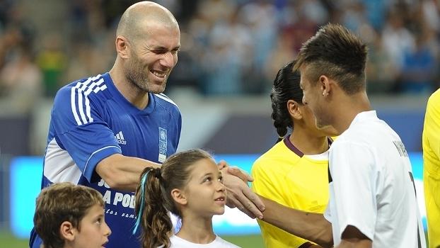 Zidane e Neymar em 'jogo contra a pobreza' em Porto Alegre, em dezembro de 2012
