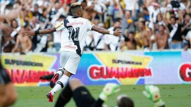 De braços abertos, Rafael Silva sai para comemorar o gol vascaíno na final carioca