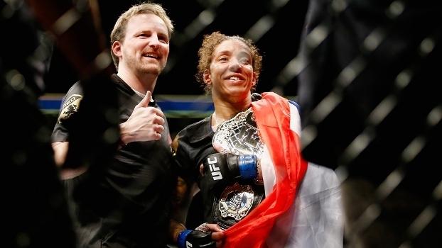 De Randamie é a mais nova campeã do UFC
