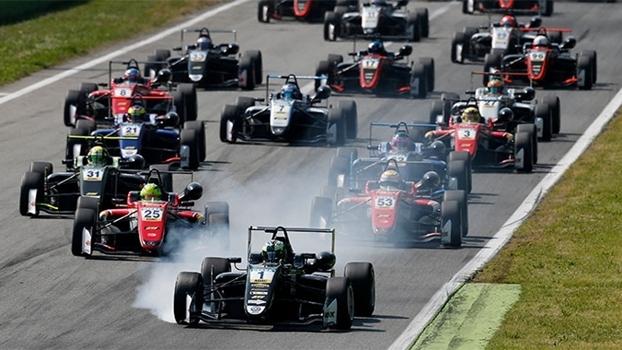 Filho de Schumacher subiu ao pódio pela primeira vez na Fórmula 3 europeia