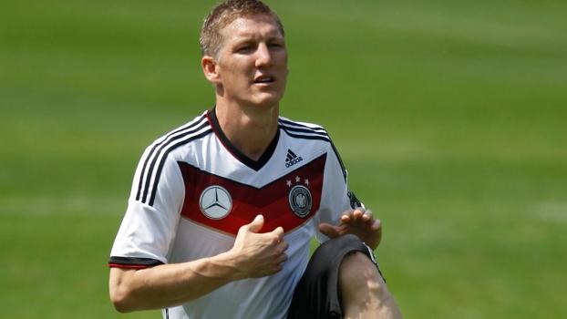 Bastian Schweinsteiger participa de treino da seleção da Alemanha nos Alpes  italianos 67eee3ccafbb8