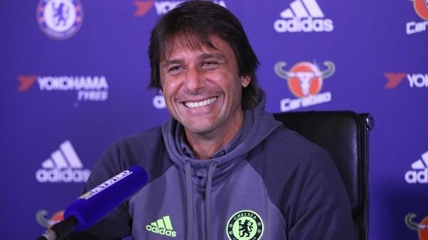 O técnico Antonio Conte, do Chelsea, coversará com Tite