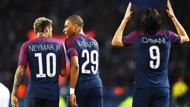 Cavani, Neymar e Mbappé comemoram o 2º gol do PSG sobre o Bayern de Munique