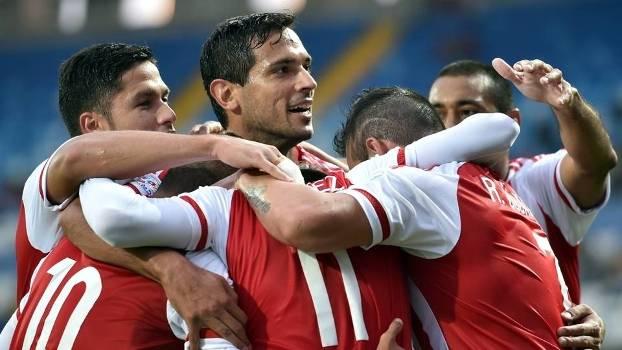 Jogadores do Paraguai comemoram gol na vitória sobre a Jamaica