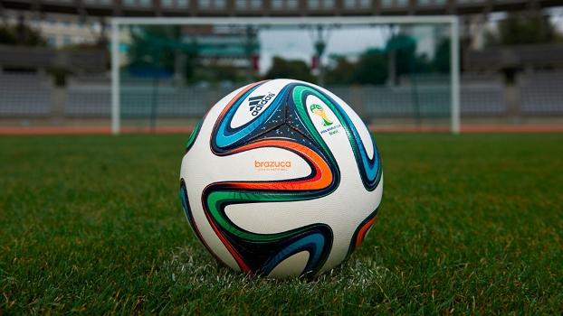 Brazuca revelada  Bola da Copa-2014 é lançada f78ba47b8962d