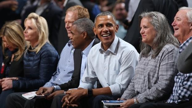 Barack Obama sempre afirmou seu amor pelo basquete: o jogo entre Cavaliers e Bulls, time de 'sua' Chicago, em 2015, é mais uma mostra disso