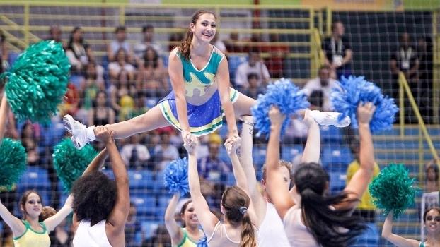 Cheerleaders em ação no Mundial 2011 levaram anos para receber