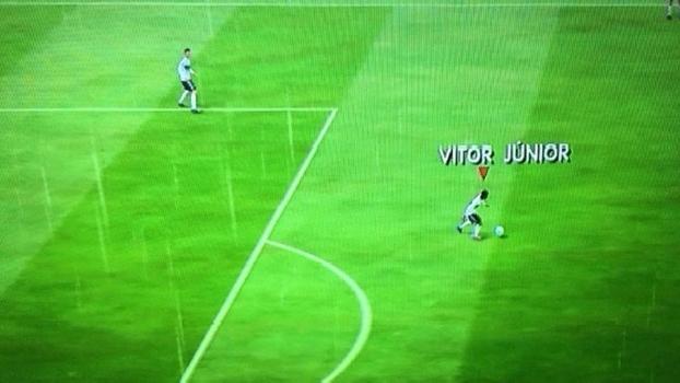 Tela do jogo de vídeo-game Fifa de 2014 com Vitor Júnior no Corinthians
