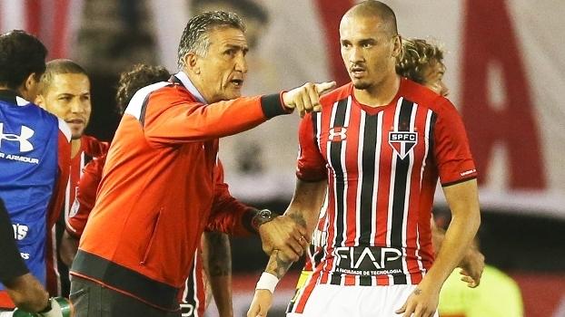 Edgardo Bauza Maicon Sao Paulo River Plate Libertadores 10/03/2016