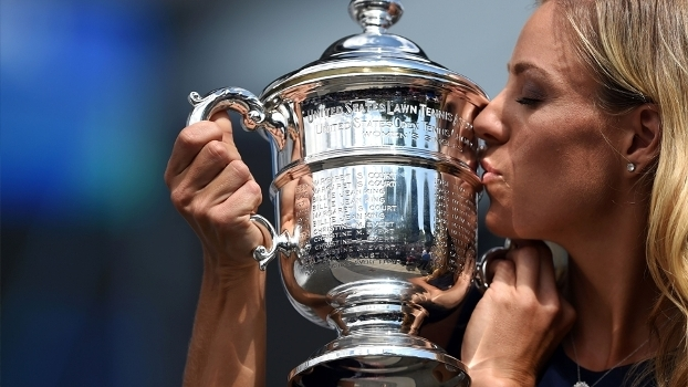 Angelique Kerber destronou Serena Williams do topo do ranking do tênis