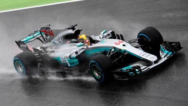 Lewis Hamilton, da Mercedes, superou chuva para fazer pole position em Monza