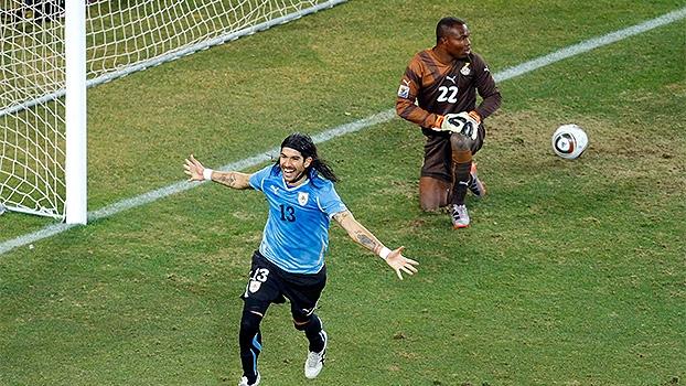 Loco Abreu relembra cavadinha da Copa 2010: 'Até hoje fico nervoso'