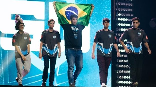 SG e-Sports em sua entrada no palco do Major de Kiev