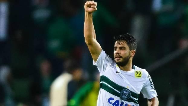 Henrique marcou seu sexto gol com a camisa do Coritiba em apenas oito jogos 227a1784529d1