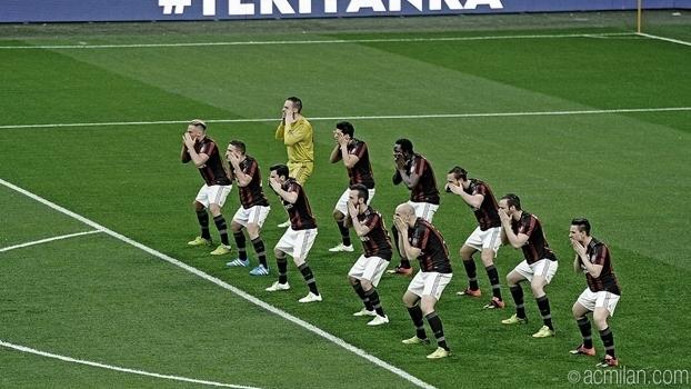 b823f2bf1c2 Haka no calcio  Milan faz apresentação antes de jogo e revolta fãs ...